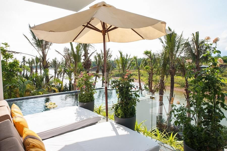 Tham quan khu biệt thự ngàn hoa đẹp như cổ tích Luxury Skylake Villa